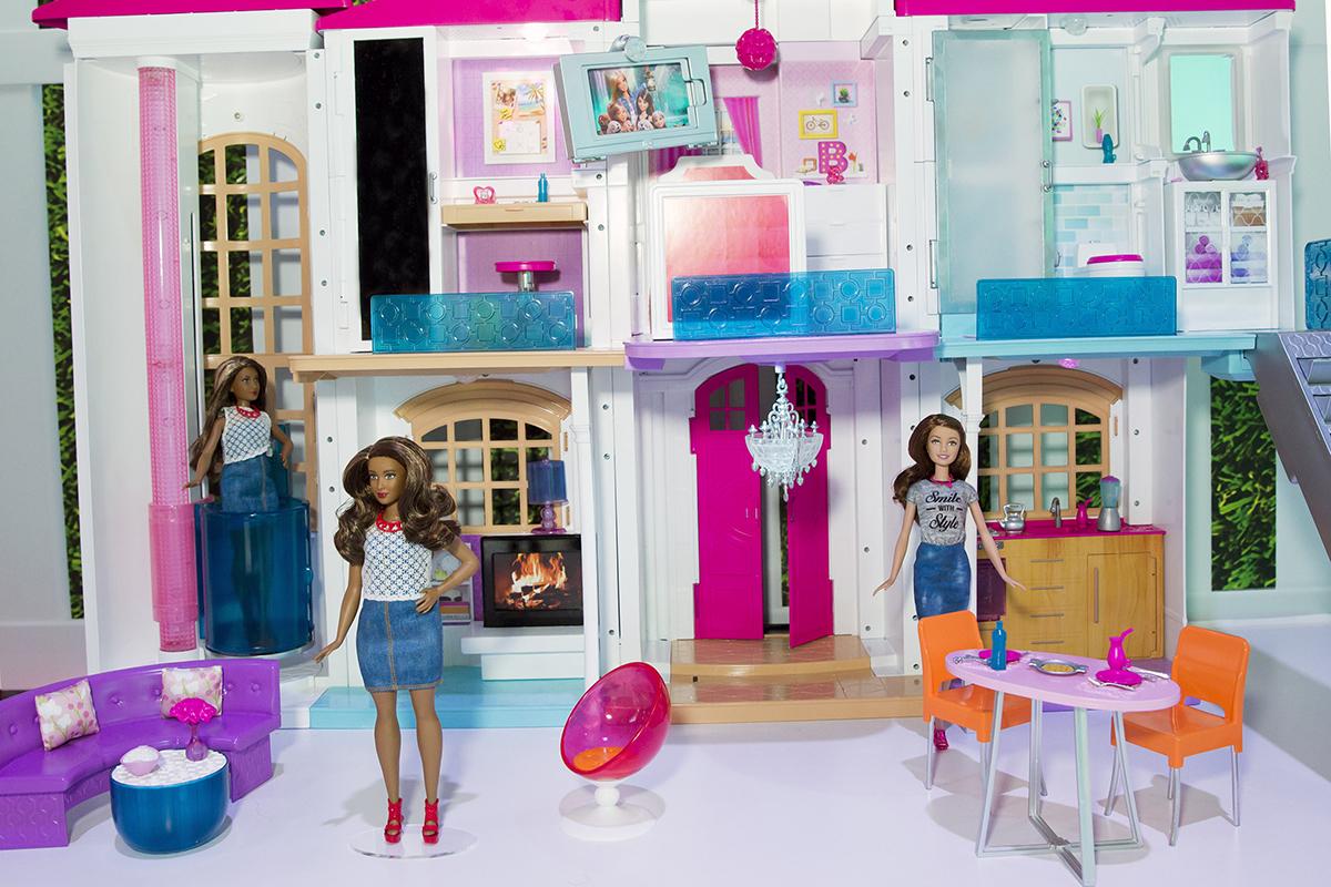 Barbie dolls in Hello Dreamhouse