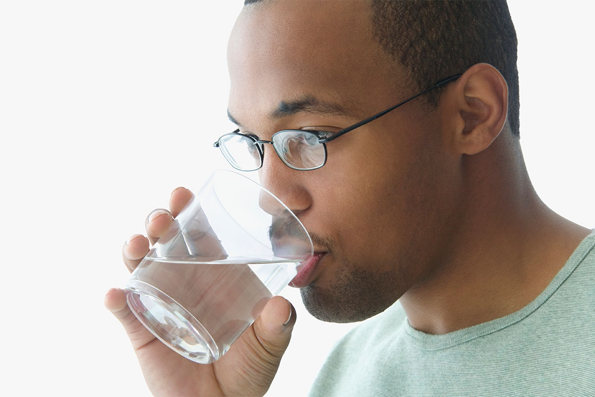 How much water should you drink a day? Your throat will tell you