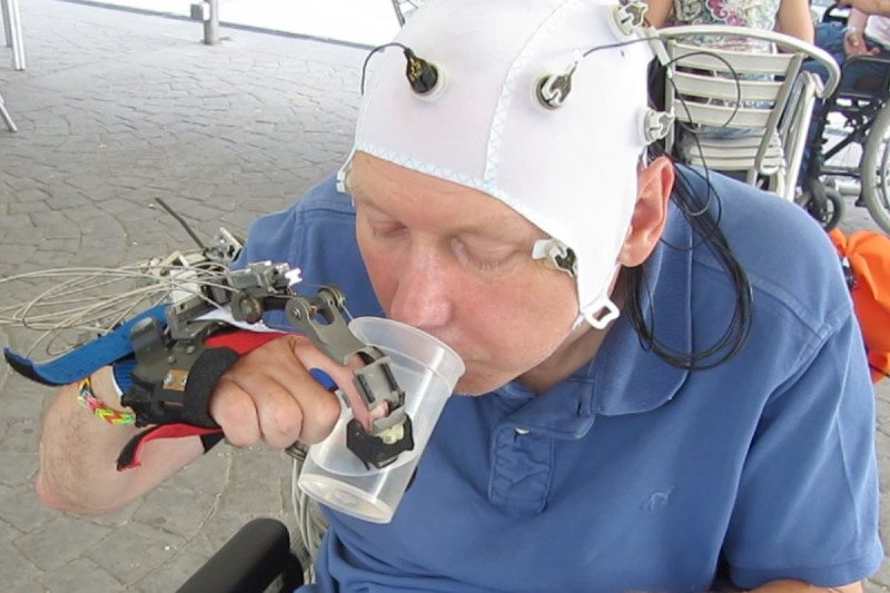 Paralysed man drinking using robot hand
