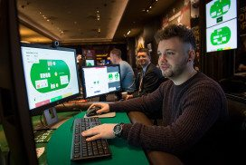 Poker pro takes on AI