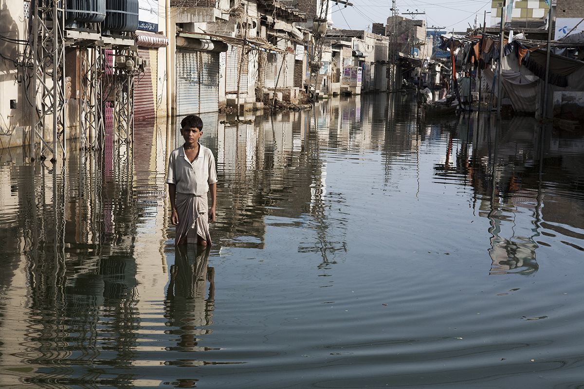 Pakistani town under flood water2010