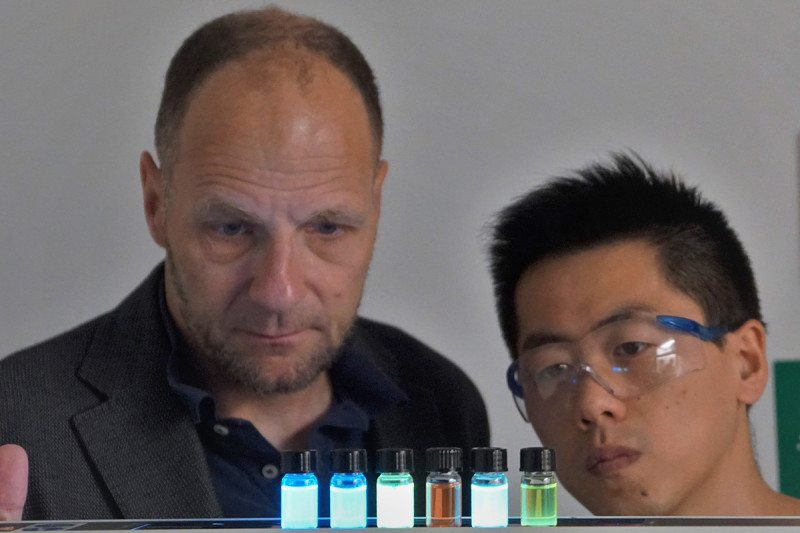 Researchers examine glowing dyes