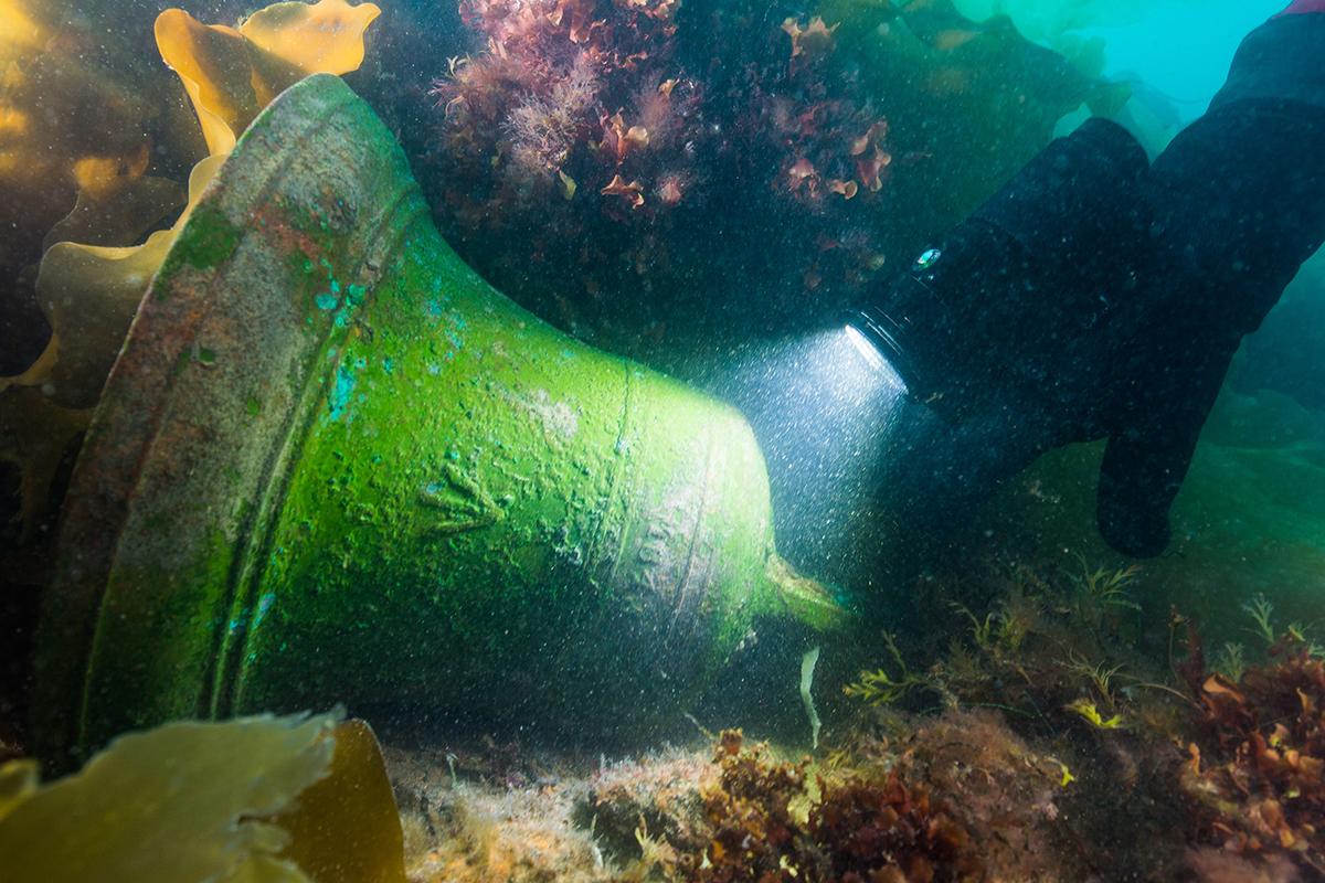 Underwater bell