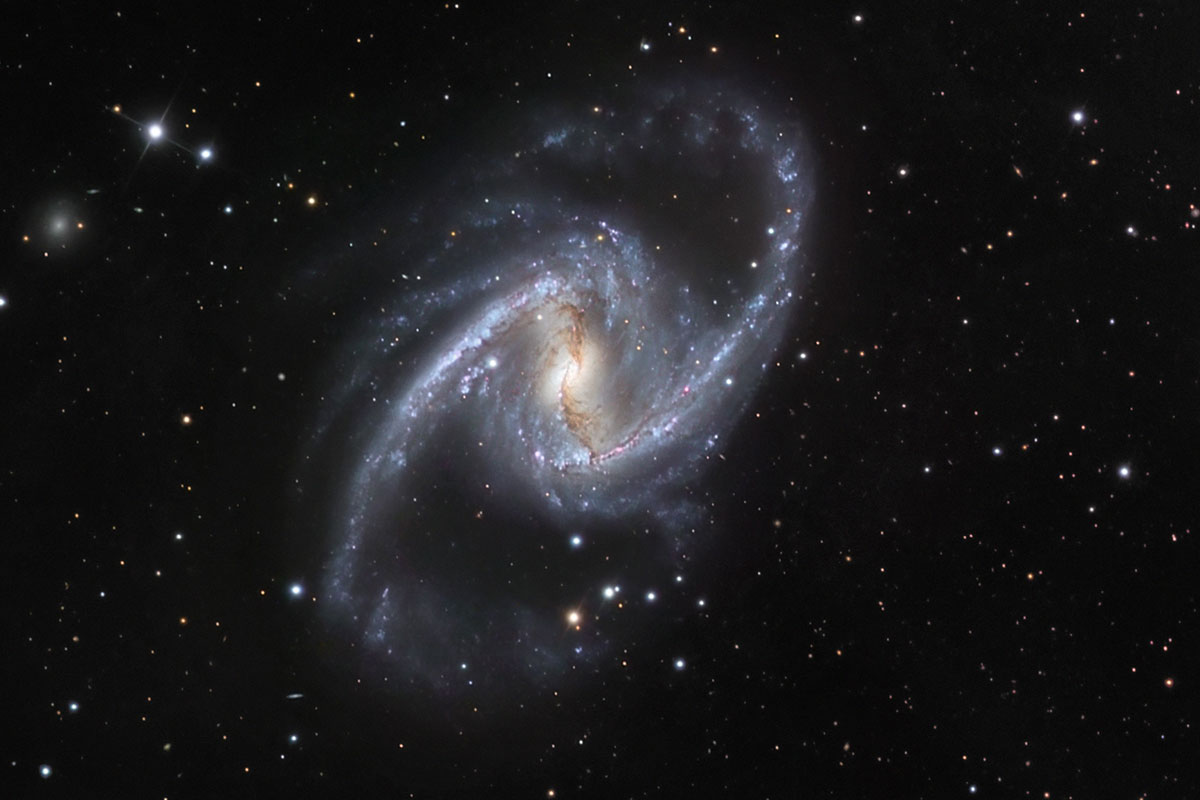 Spiralling galaxy arms spread oxygen around for future planets