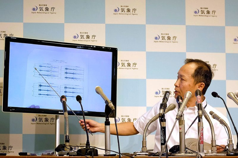 Japan's meteorological agency analyse the seismic activity after the blast