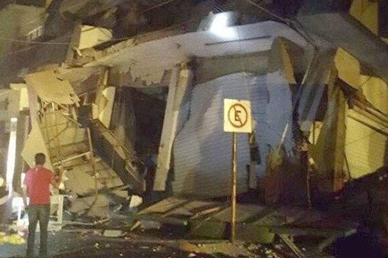 A collapsed building in Matias Romero, Oaxaca