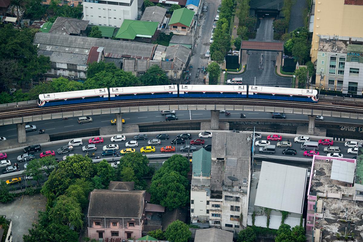 Roadside barrier that folds like origami blocks traffic noise