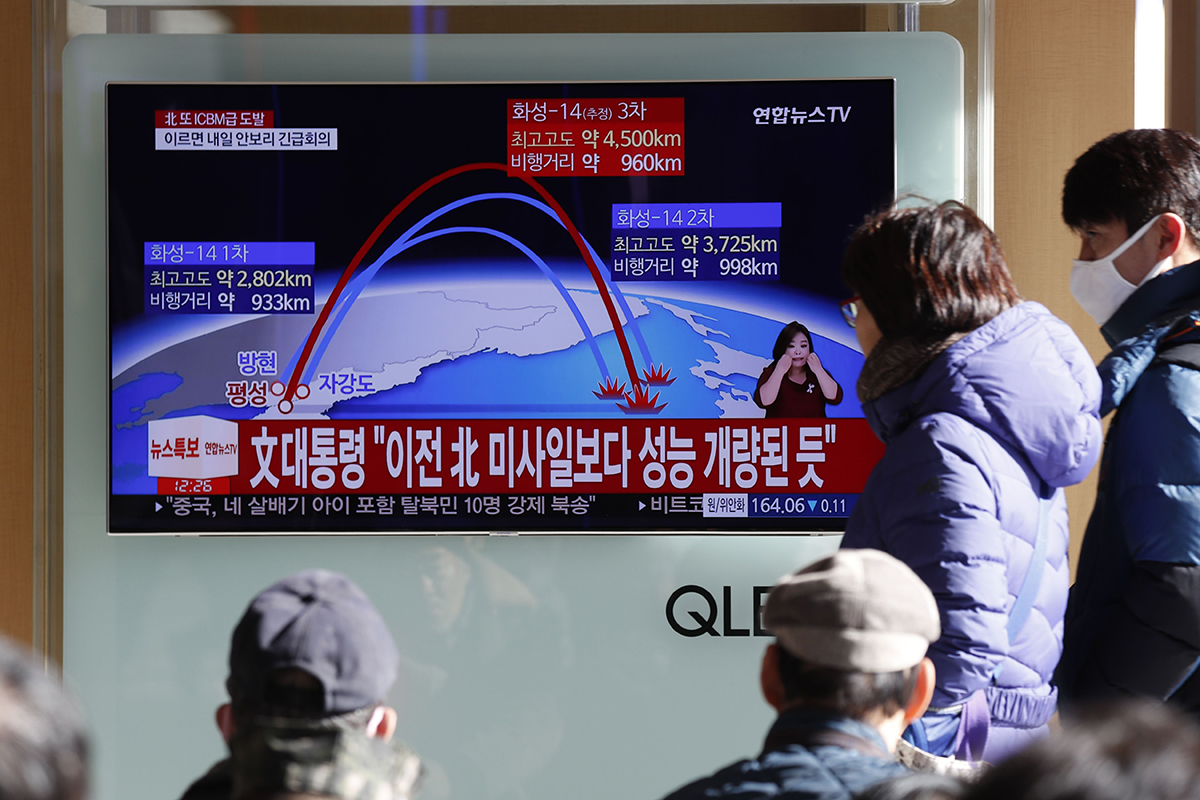 South Koreans watch a news report of North Korean missile launch