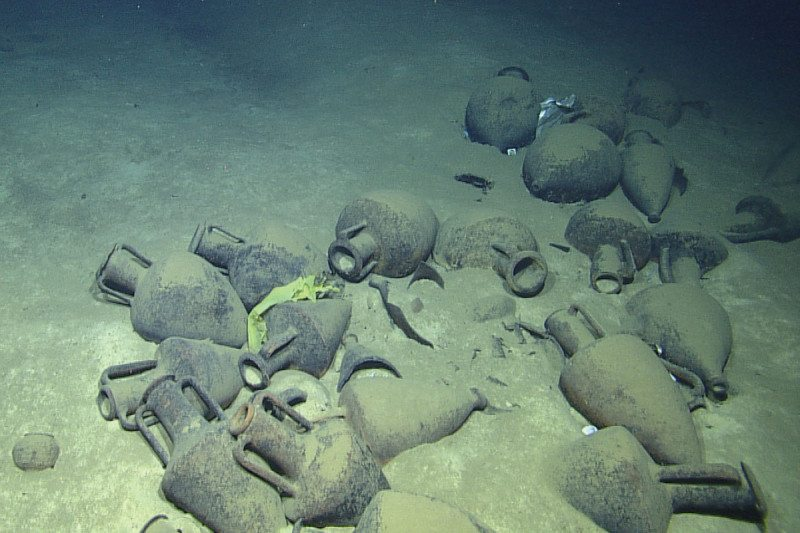 artefacts on seafloor