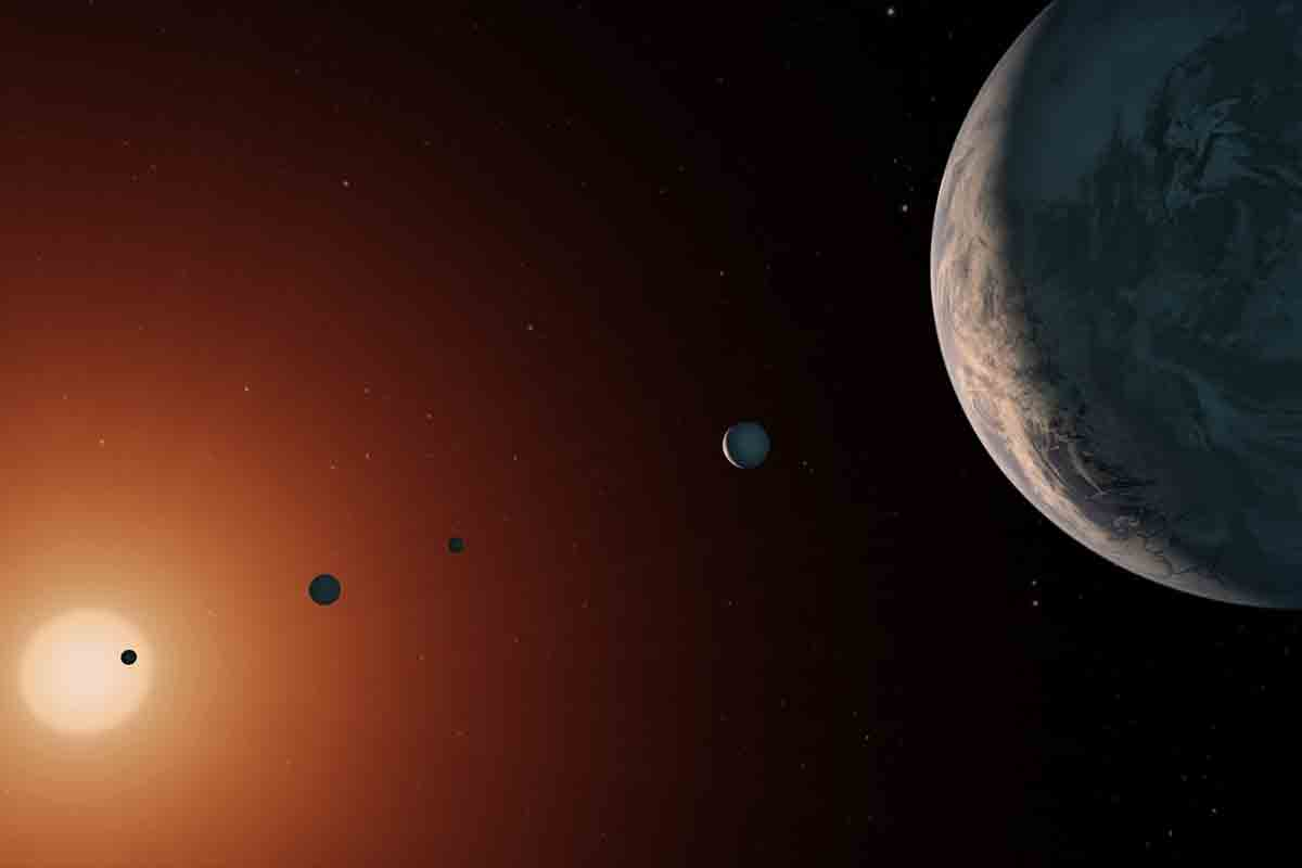 Tides and atmospheres on TRAPPIST-1 planets may help life thrive