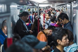 Bacteria spread across the subway network throughout the day
