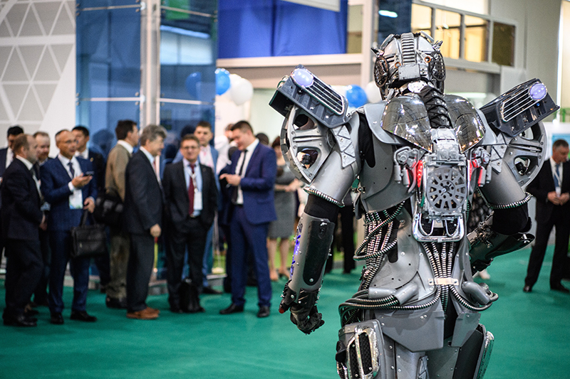 Replacing your boss with a cruel robot could make you concentrate more